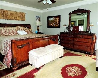 KING SIZE BEDROOM SUITE: BED, DRESSER AND MIRROR, END TABLES, OTTOMAN, RUG