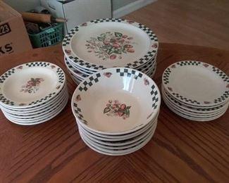 Dish Set with Strawberry Design