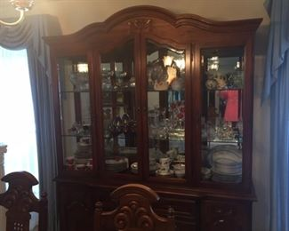 Thomasville Lighted China Cabinet - please bring help to move