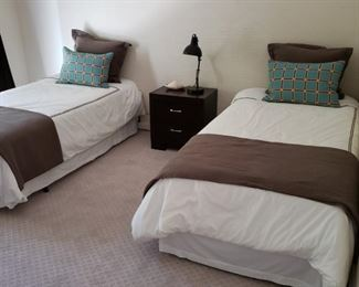 Pair of twin bed with nightstand