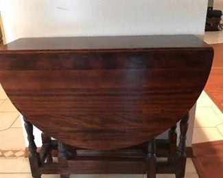 "Antique Gateleg table 48"""