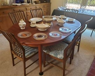 Mid-Century Modern Dining Set (2 leaves)