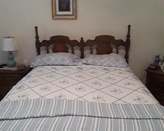 5 pc bedroom set includes, double bed, 2 nightstands, chest of drawers, dresser w/mirror