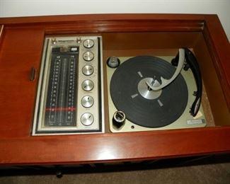 Magnavox turntable