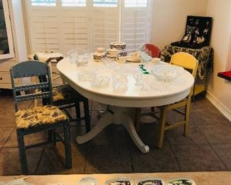 Great white pedestal table