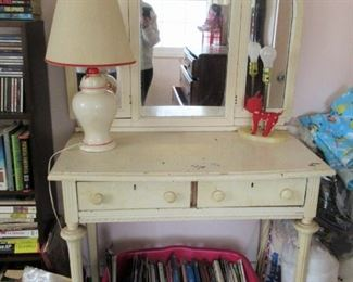 $ 20.00 VANITY WITH MIRROR A DIY PROJECT ASKING $20,00