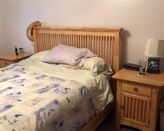 Full bedroom set (queen sized)