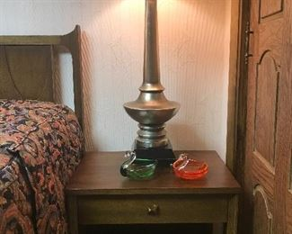 Broyhill Brasilia night stand, side table with mid century modern lamp.