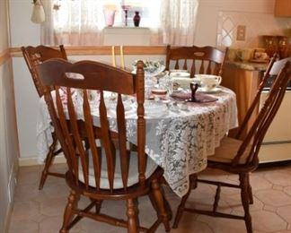 Dining Room Set Tale and 4 Chairs
