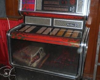 Wurlitzer X7 German Juke Box in working condition