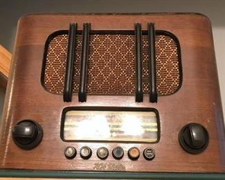Vintage/antique radio