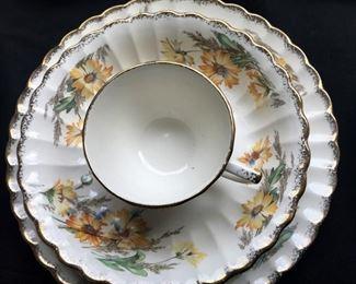 Closeup of Daisy pattern USA Limoges china
