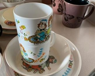 Some Raggedy Ann plates and cups.
