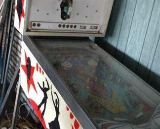 Vintage pinball game   NEEDS TLC