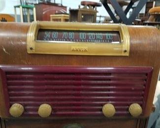 Antique wood & bakelite Arvin radio phonograph model 151-TC (no cord)