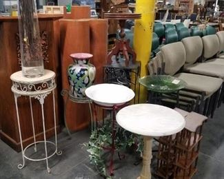 Assorted stands, pedestals & accent tables