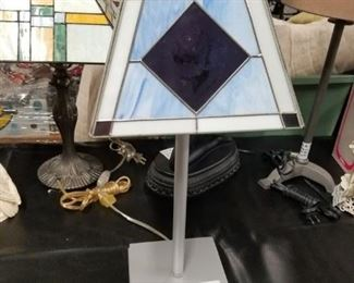 Stain glass Tiffany style small table lamp