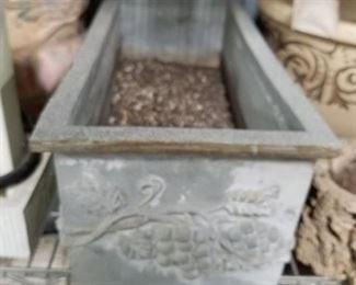 Heavy resin rectangular planter