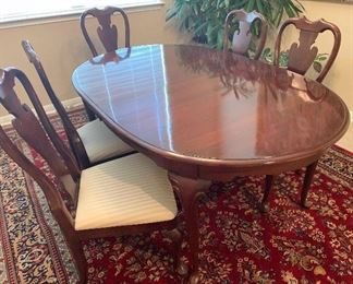 Cherry Dinning Room Table With Two Leaves And Six Chairs