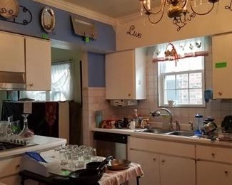 Miscellaneous kitchen ware