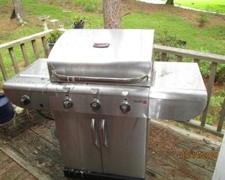 Infrared stainless steel grill includes 1 gas bottle
