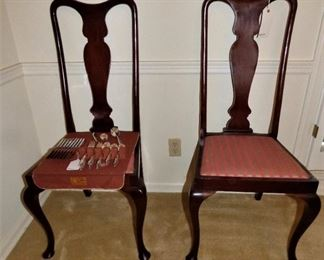 2 of 4 Queen Anne Chairs with Urn Splat