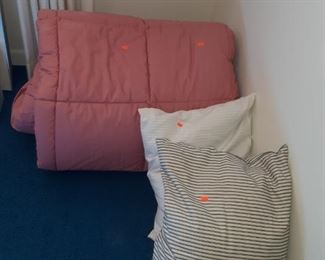 Pillows, Linens