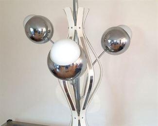 Modern lamp (atomic style?)