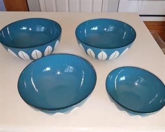 Retro Cathrineholm enamelware bowl set