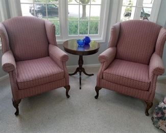 Vintage pair of Flaxsteel wingback chairs. Vintage accent table