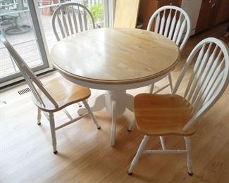Round white solid wood kitchen table set with four chairs and a leaf in great condition!