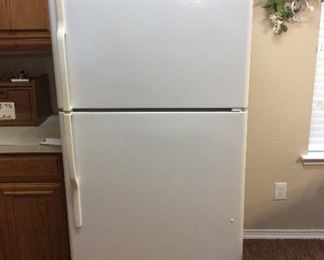 Very nice and clean GE refrigerator. Freezer on top