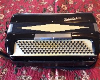 Accordion Fratelli Carlono Super nice condition  Comes with red velvet lined case
