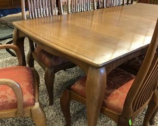 Louis Fry (Texas) Black Walnut Cabriole Extending Dining Dining Table with beautiful flowing lines and hand sculpted cabriole legs. The table extends from seven feet in length to ten feet with the addition of two leaves.