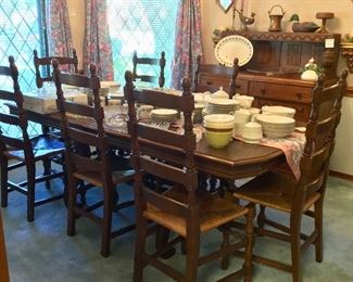 Dining table with leaf and 8 chairs