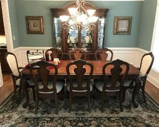 Full View Of Dining Room Table & Chairs