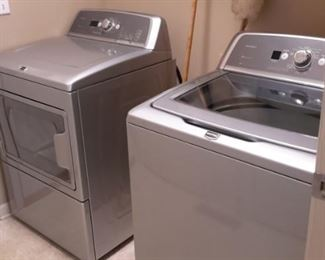 Maytag Bravo Electric Washer and Liquid Silver Bravos X High-Effeciency Dryer Model MEDX700XL1****6 years  young lightly used!