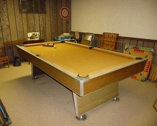 pool table / GAMES / sewing machine