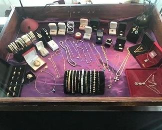 Fine jewelry case gold, diamonds, cameos, pearls, etc.