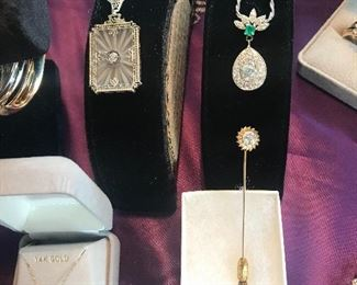 Gold, Diamonds (including teardrop diamond & Emerald pendant), pearls