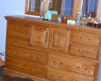 AMERICAN HEIRLOOM DRESSER AND MIRROR  IN VERY NICE CONDITION