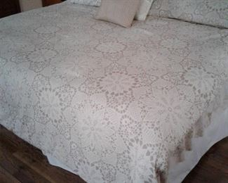 2 twin beds connected to form queen/king , comforter set