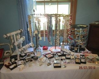 LOTS OF COSTUME JEWELRY INCLUDING WINDSOR
