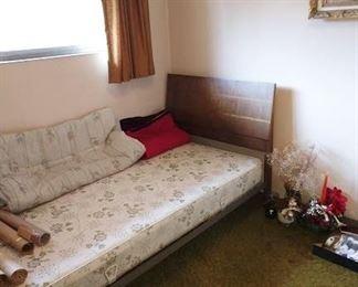 2nd Bedroom Left:   Single Bed, Blanket,