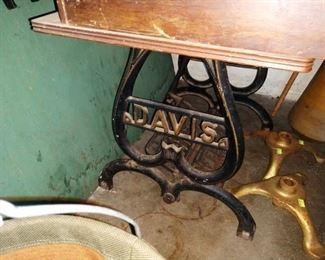 Garage: Davis Vintage Sewing Machine