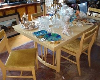 Mid century dinette table. Great little size !