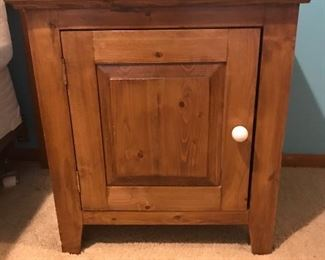 Solid wood end Table - good condition