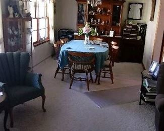 Nichols & Stone Dining Table, 6 chairs (4 -reg, 2- captain), Hutch, leaves, and pads.