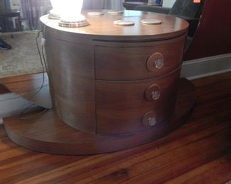 Pretty front and this piece is in excellent condition!