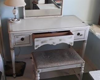 This antique vanity is part of a lovely bedroom set which includes a full size bed and dresser
